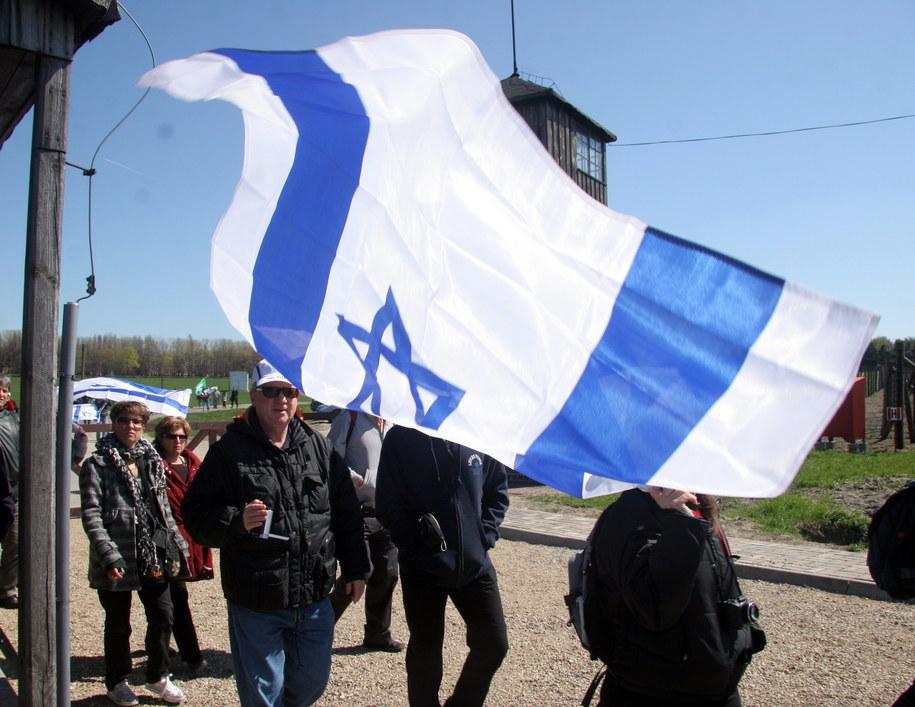 Lublin, 19 kwietnia 2008. Grupy Żydów z całego świata zwiedziły tereny byłego obozu koncentracyjnego na Majdanku /Mirosław Trembecki  /PAP