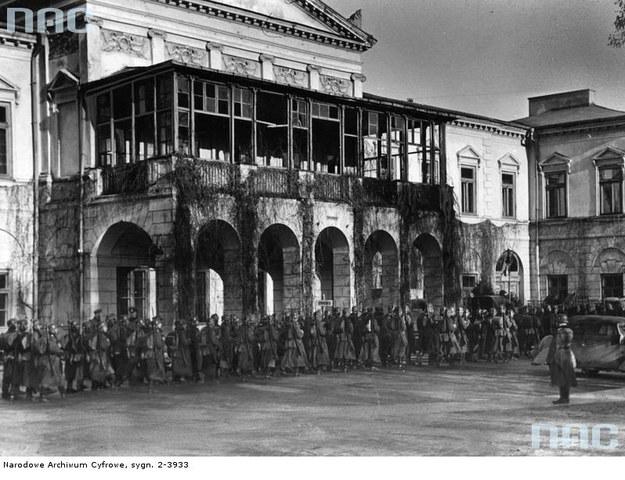 Lublin pod okupacją niemiecką, 1939. Oddział Wehrmachtu na placu Litewskim /Z archiwum Narodowego Archiwum Cyfrowego