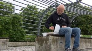 Lubuskie: Niepełnosprawny nie otrzymał pieniędzy ze zbiórki. Musi żebrać, by zjeść