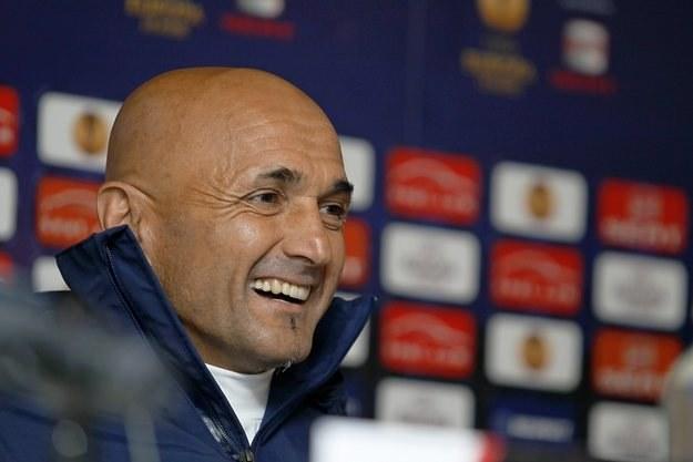 Luciano Spaletti jest w dobrym nastroju. Nie pracuje, a otrzymuje po 300 tys. euro miesięcznie! /AFP