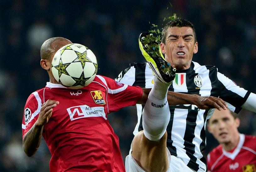 Lucio (z prawej) rozwiązał umowę z Juventusem Turyn /AFP