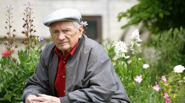 Lucjan poprosi Pawła, by odnalazł w jego imieniu rodzinę mężczyzny, którego okradł w czasie wojny i spróbował wynagrodzić dawną krzywdę. /www.mjakmilosc.tvp.pl/