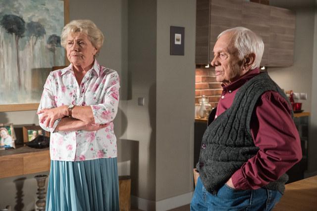 Lucjan wścieknie się, gdy Barbara powie mu, skąd pochodzą pieniądze /Agencja W. Impact
