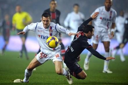 Ludovic Giuly (z prawej) /AFP