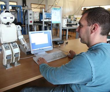 Ludzie będą masowo tracić pracę na rzecz robotów