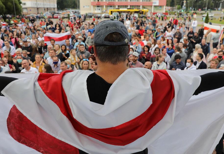 Ludzie biorą udział w wiecu poparcia dla białoruskiej opozycji / STR   /PAP/EPA