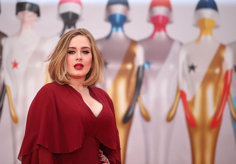 """""""Ludzie często byli w szoku, że mogłam mieć rozmiar plus i odnieść sukces. Nie przejmuję się tym. Tworzę muzykę dla uszu, nie dla oczu"""" - wyjaśniała w wywiadach Adele /Getty Images"""