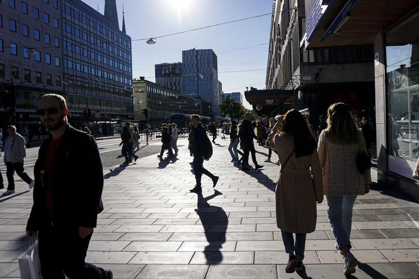 Ludzie na ulicach Sztokholmu /JONATHAN NACKSTRAND /AFP