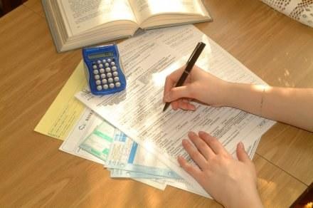 Ludzie robią, co mogą, by płacić jak najniższy podatek /© Bauer