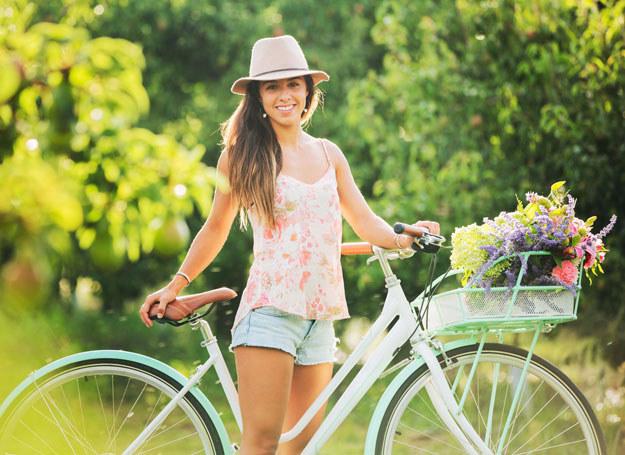 Ludzie są w lepszym nastroju, gdy przemieszczają się na rowerze /123RF/PICSEL