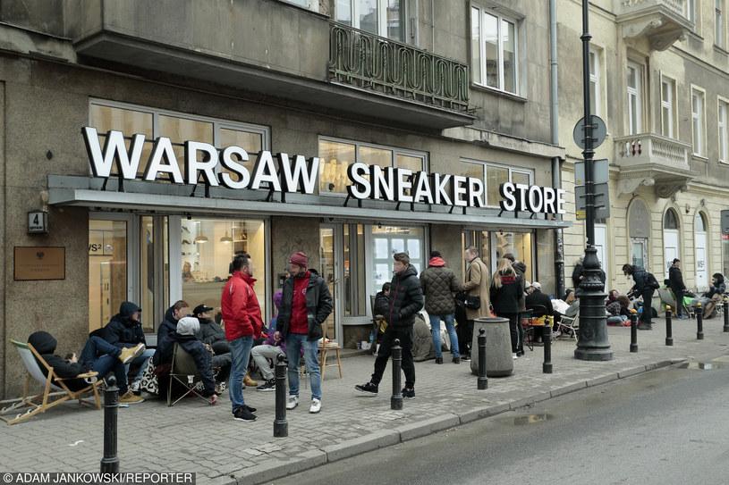 Ludzie w kolejce po buty Kanye Westa /Maciej Luczniewski /Reporter