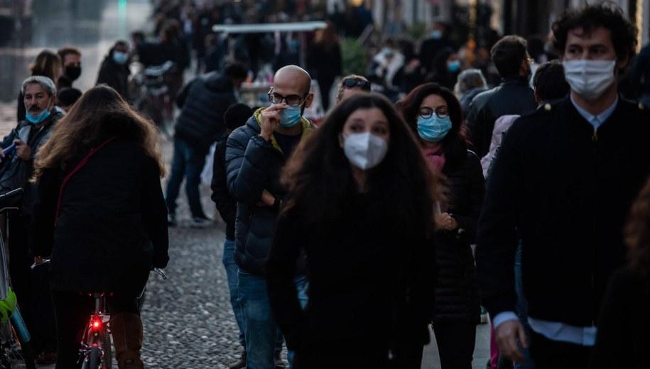 Ludzie w Mediolanie /Claudia Greco / AGF Foto /PAP/EPA