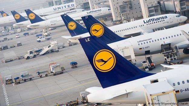Lufthansa reaguje na rosnącą konkurencję w branży. I wprowadza rozwiązania znane z tanich linii /Deutsche Welle