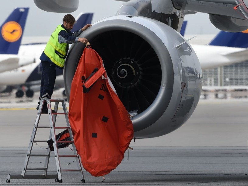 Lufthansa z początkiem czerwca zaoferuje loty z Krakowa i Warszawy do Frankfurtu /AFP