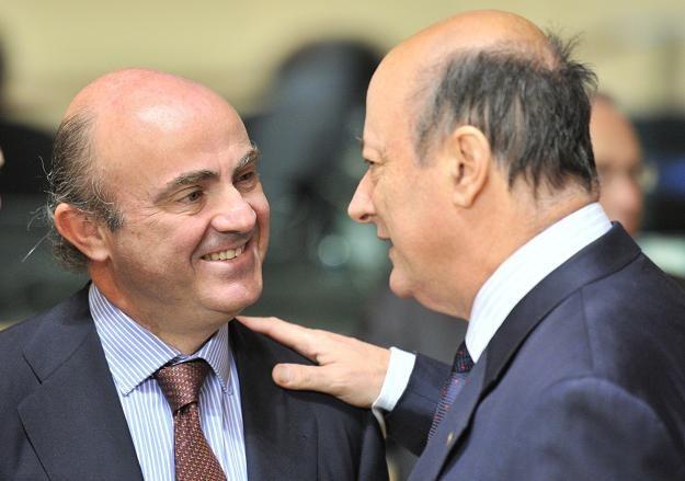 Luis De Guindos (L), minister finansów Hiszpanii i Jacek Rostowski, polski odpowiednik /AFP