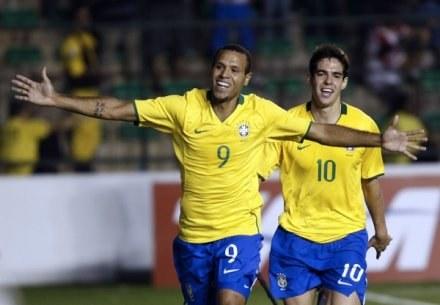 Luis Fabiano był nie do powstrzymania dla Portugalczyków /AFP