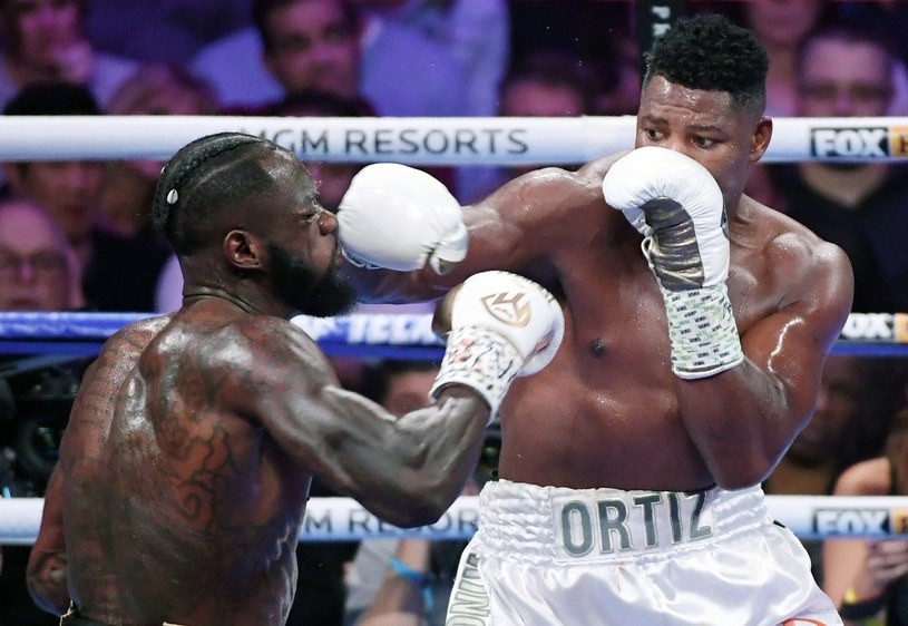 Luis Ortiz w walce z Deontayem Wilderem /AFP