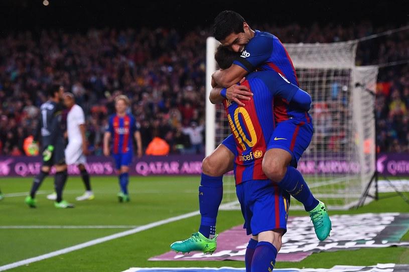 Luis Suarez i Lionel Messi cieszą się z bramki /AFP
