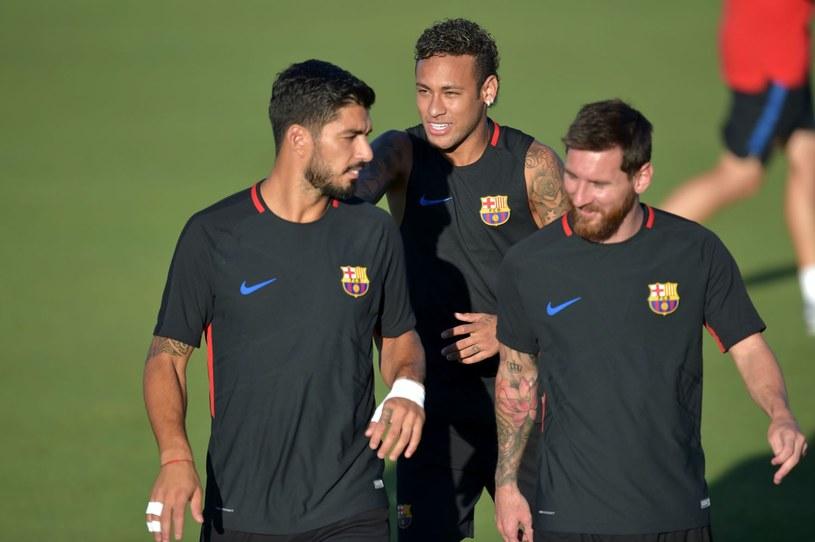 Luis Suarez (L), Neymar (w środku) i Lionel Messi w Barcelonie bardzo dobrze się rozumieli /AFP