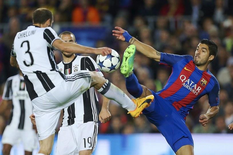 Luis Suarez (P) w meczu z Juventusem /ALEJANDRO GARCIA  /PAP/EPA