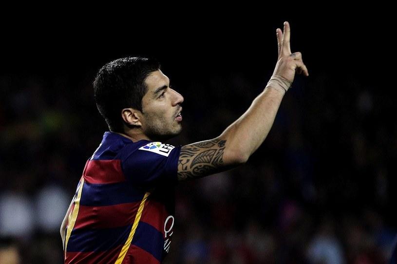 Luis Suarez ponownie skradł show w spotkaniu Barcelony. Drugi raz z rzędu zaaplikował rywalom cztery bramki /PAP/EPA