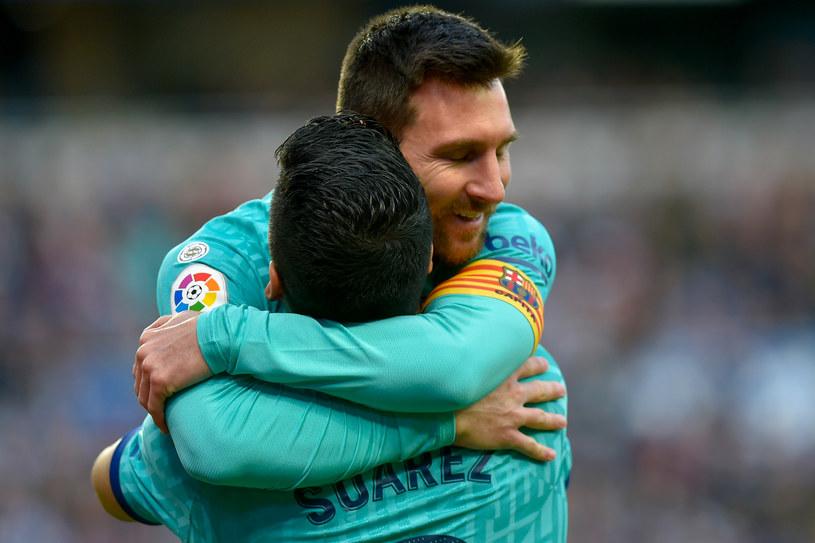Luis Suarez w objęciach Leo Messiego /ANDER GILLENEA /AFP