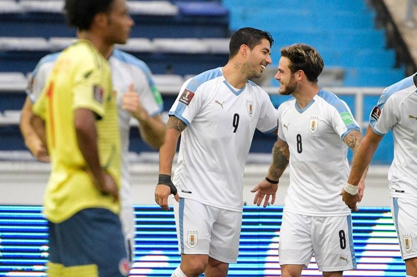 Luis Suarez (w środku) cieszy się z gola /AFP