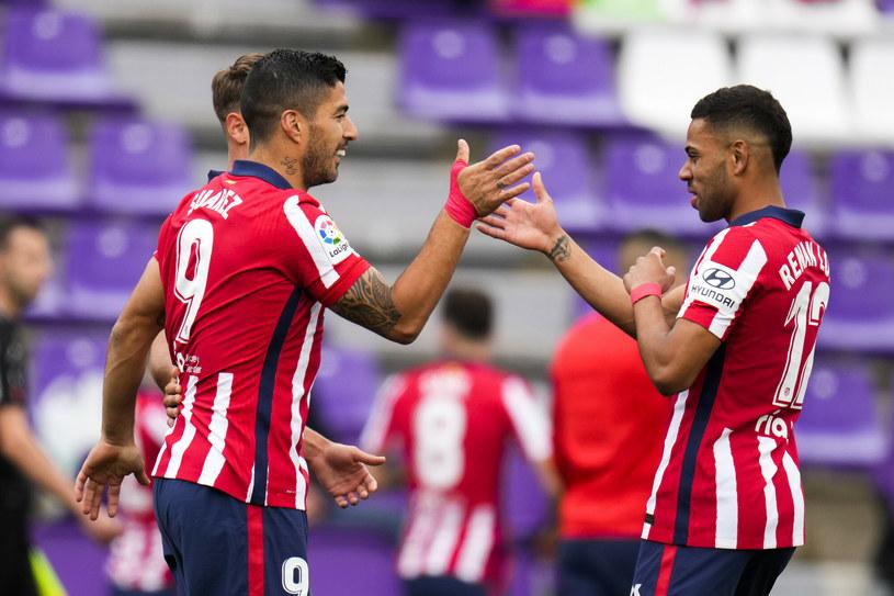 Luis Suarez (z lewej) został doceniony przez hiszpańskie media /AP/Associated Press/East News /East News