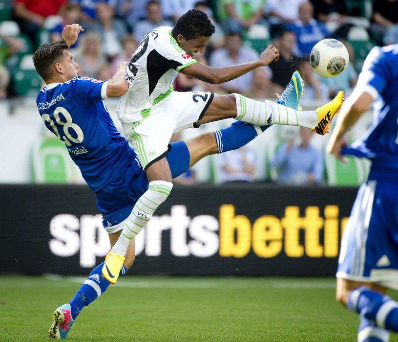 Luiz Gustavo, gwiazda VfL Wolfsburg /AFP