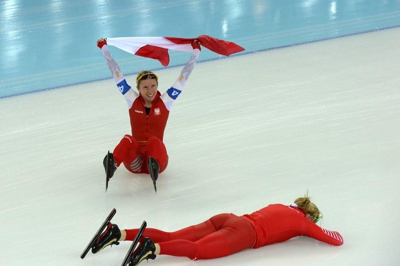 Luiza Złotkowska i Natalia Czerwonka po medalu w Soczi /AFP
