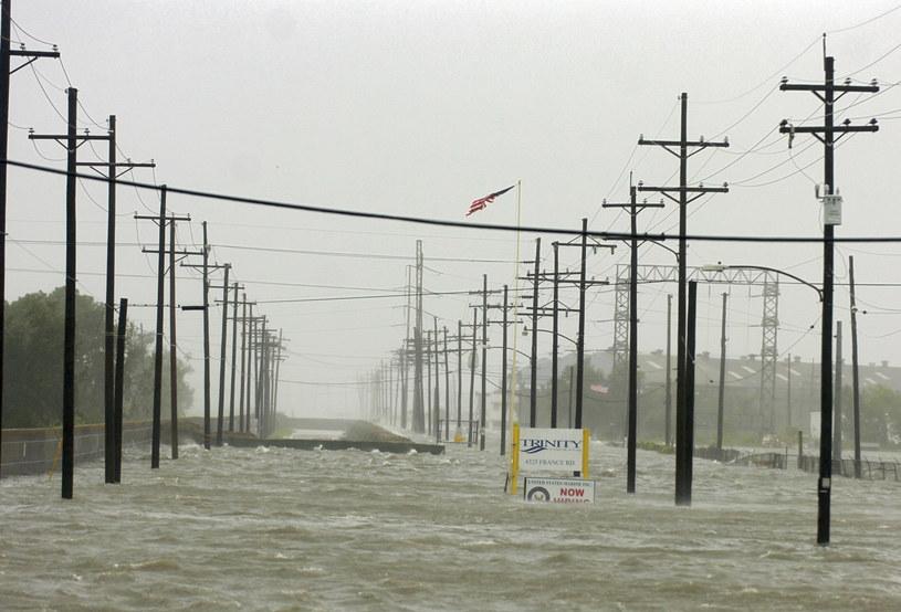 Luizjana walczy z jedną z największych powodzi /AFP