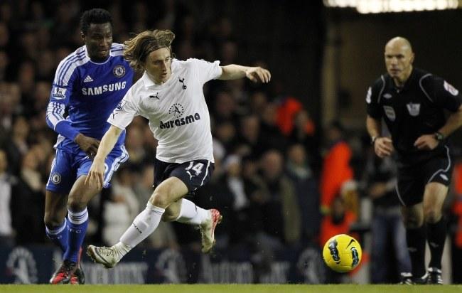 Luka Modrić przeszedł z Tottenhamu do Realu /PAP/EPA