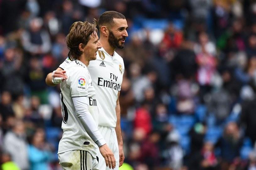 Luka Modrić z Karimem Benzemą. Obaj zostaną w Realu. /AFP