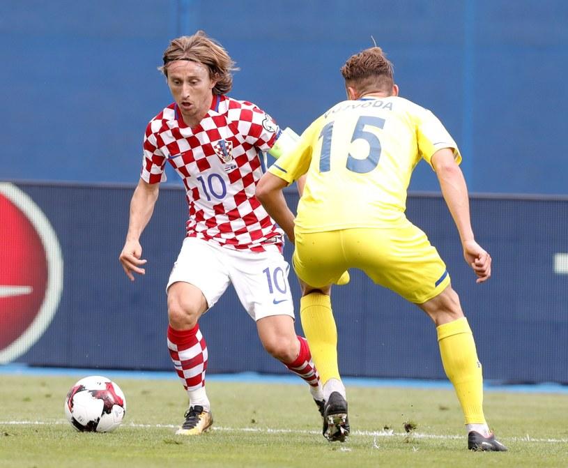 Luka Modrić (z lewej) w meczu z Kosowem /PAP/EPA