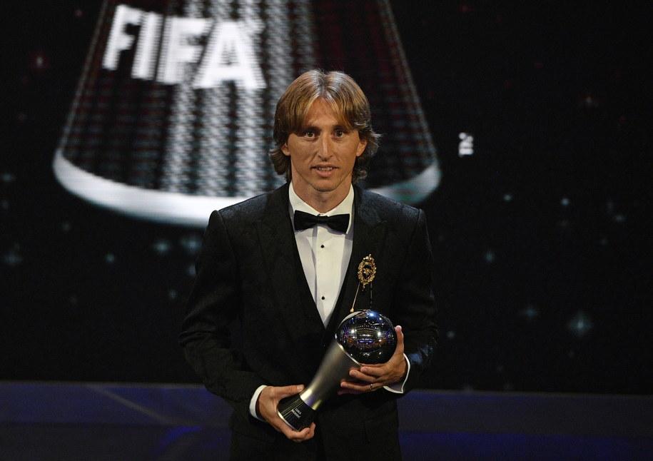 Luka Modrić z nagrodą dla najlepszego piłkarza w plebiscycie FIFA /NEIL HALL /PAP/EPA