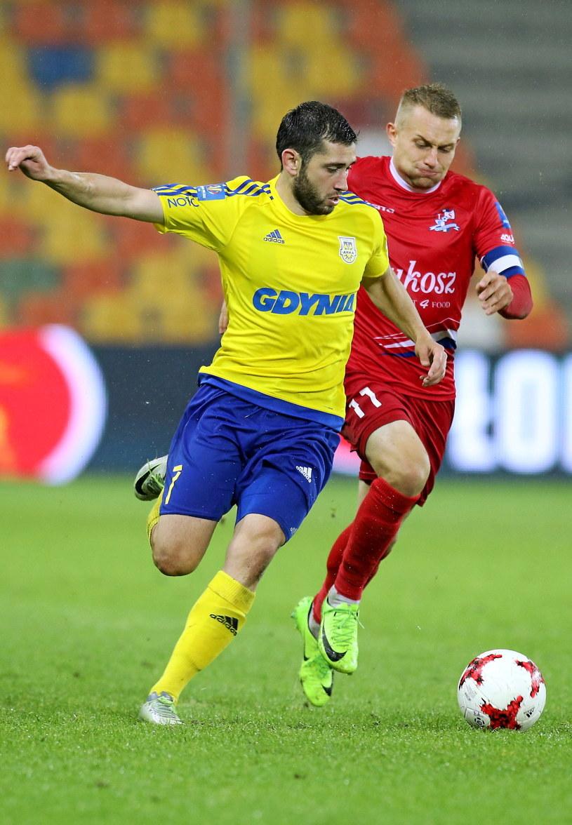 Luka Zarandia (żółta koszulka) strzelił ważnego gola dla Arki /Stanisław Rozpędzik /PAP