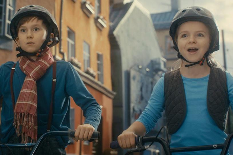 """Lukas Holgersson i Amanda Pajus wcielają się w tytułowe role w familijnym kryminale """"Biuro Detektywistyczne Lassego i Mai. Stella Nostra"""" /materiały prasowe"""