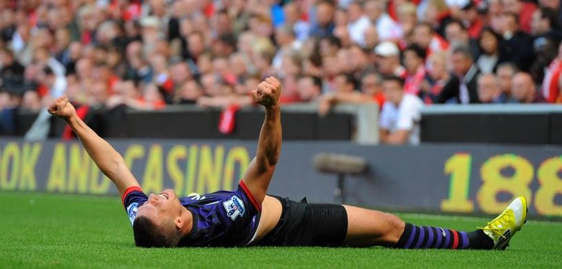 Lukas Podolski cieszy się z gola dla Arsenalu na Anfield Road /AFP