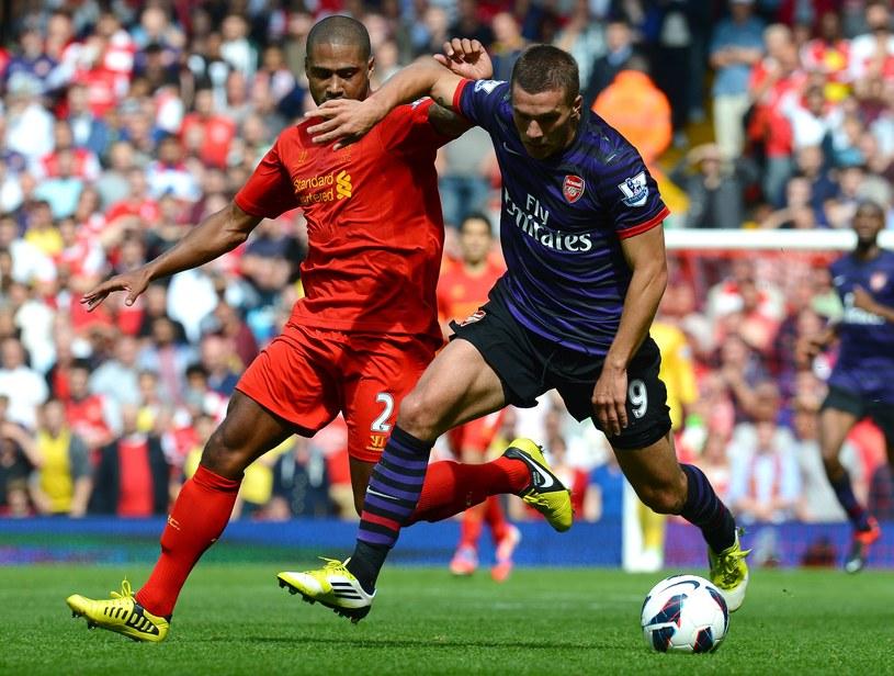 Lukas Podolski kontra obrońca Liverpoolu Glen Johnson /AFP