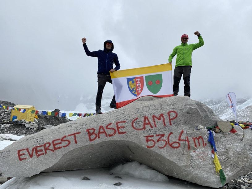 Łukasz Adamczyk i Sebastian Sojka marzą o tym, aby flaga Bielska Białej zatrzepotała na szczycie  Mount Everest /fot. archiwum rozmówcy /materiały prasowe