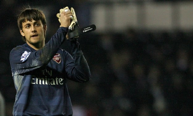 Łukasz Fabiański nie był tym razem bohaterem Arsenalu. Popełnił kosztowny błąd /AFP