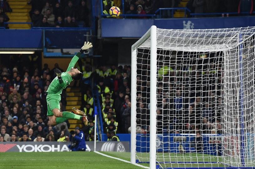 Łukasz Fabiański w bramce Swansea podczas meczu z Chelsea /PAP/EPA