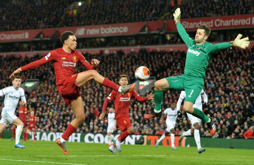 Łukasz Fabiański w meczu z Liverpoolem /PAP/EPA