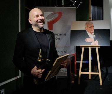 "Łukasz Kośmicki, reżyser ""Ukrytej gry"", z nagrodą im. Morgensterna"