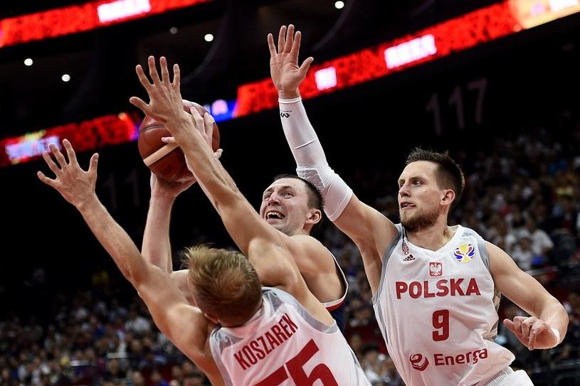 Łukasz Koszarek (z lewej) i Mateusz Ponitka podczas mistrzostw świata /AFP
