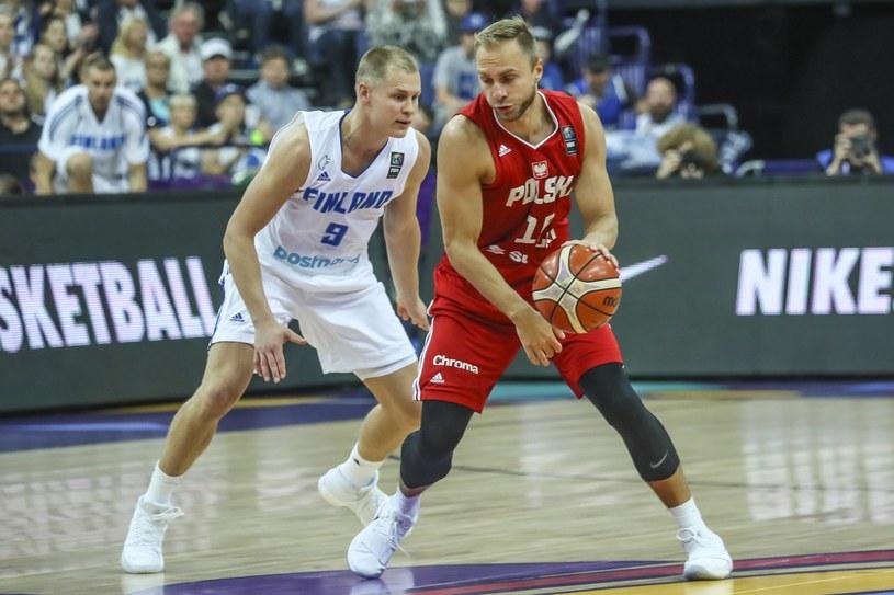 Łukasz Koszarek (z prawej) w meczu Polski z Finlandią /MAURI RATILAINEN /PAP
