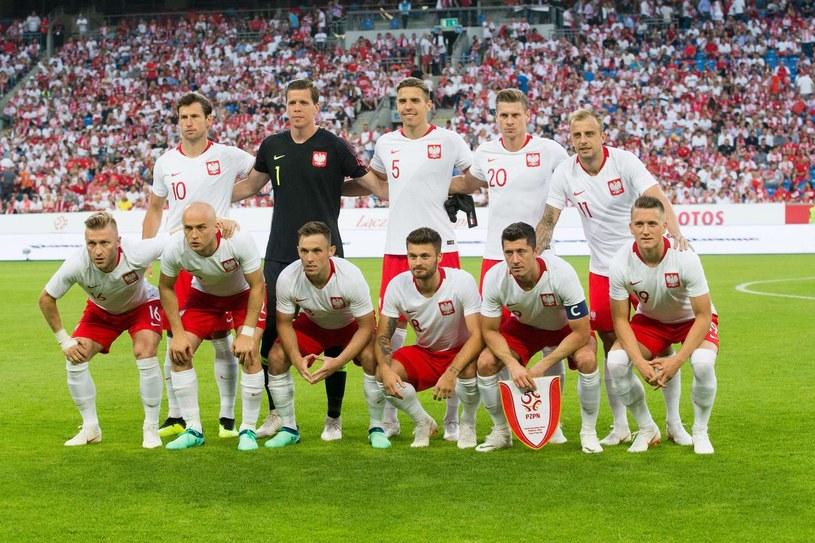Łukasz Piszczek (drugi od prawej w górnym rzędzie) /AFP