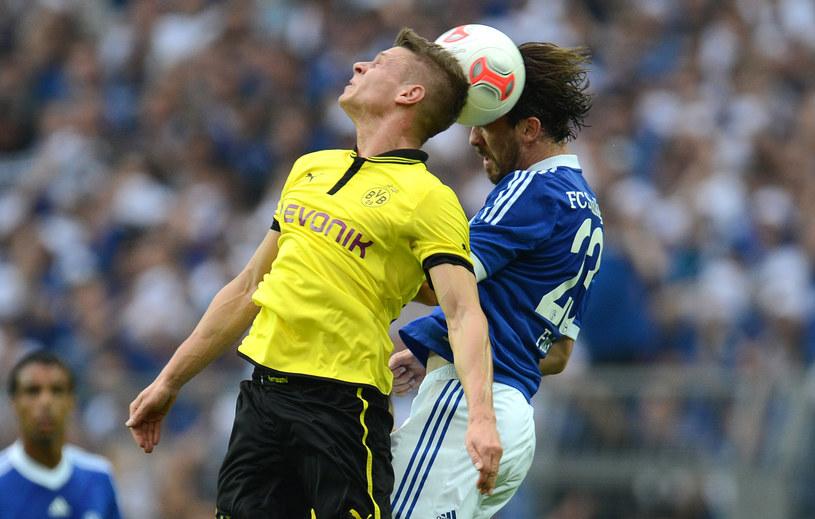 Łukasz Piszczek i Christian Fuchs z Schalke /AFP