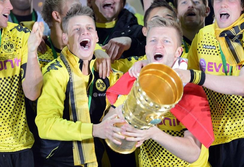 Łukasz Piszczek i Jakub Błaszcyzkowski fetują zdobycie Pucharu Niemiec z Borussią /. /AFP