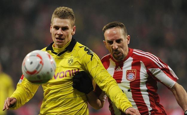 Łukasz Piszczek (z lewej) i pomonik Bayernu Munachium Franck Ribery. /AFP